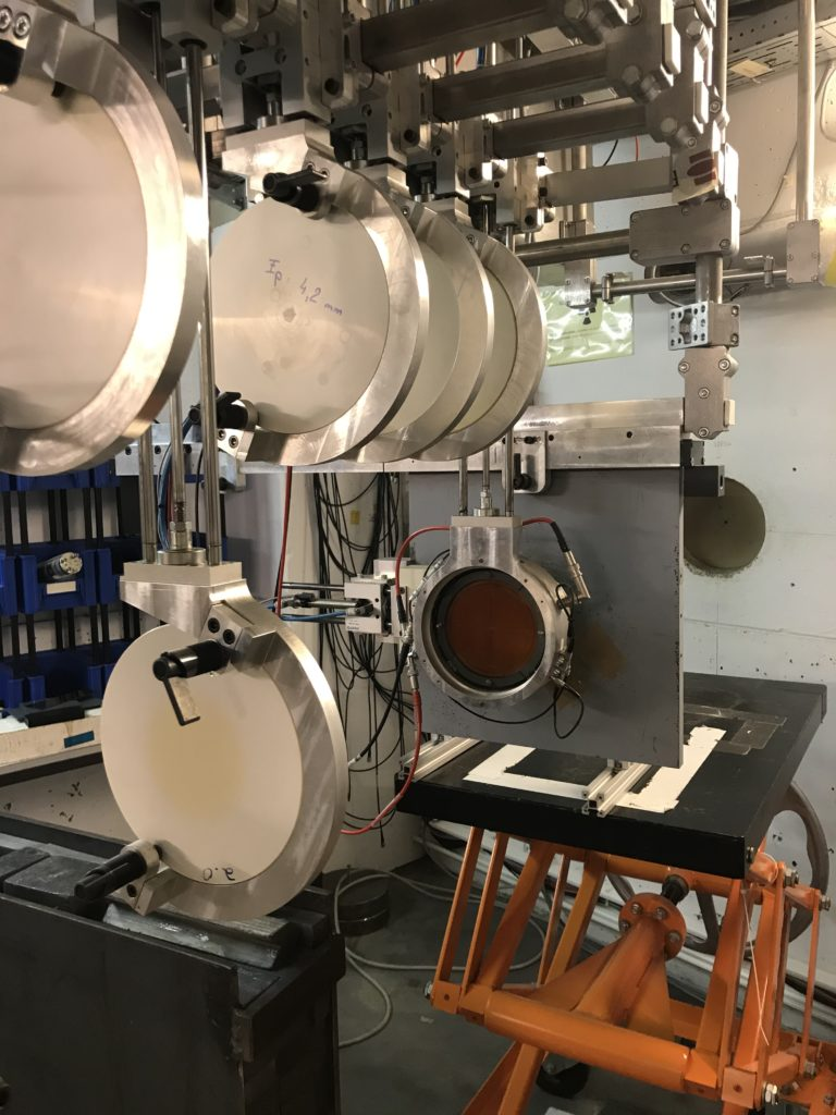 Proton tube (vacuum)